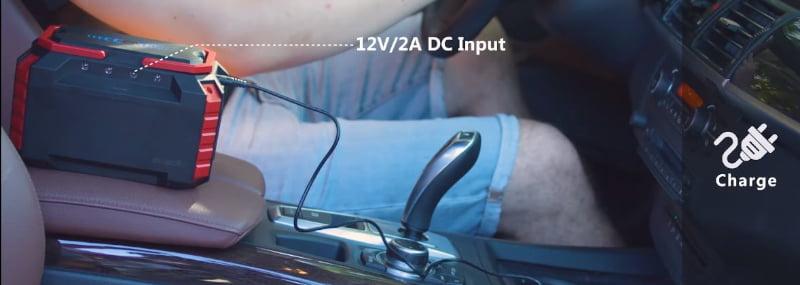 Cargar el suaoki s270 en el mechero del coche en la toma de corriente continua