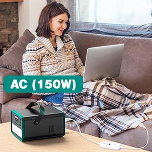 mujer utilizando el generador solar en casa